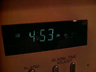 早すぎる起床。